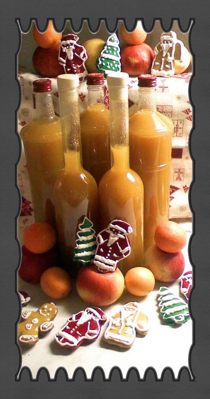 Összevágtam az almákat,narancsot,citromot,körtét és odaraktam annyi vízzel főni ami ellepte.  Adtam hozzá fahéjat,szegfűszeget,mézeska...