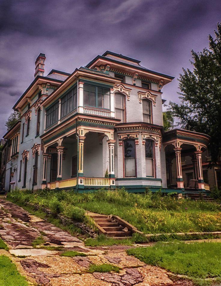 Abandoned beauty in Hannibal, Missouri
