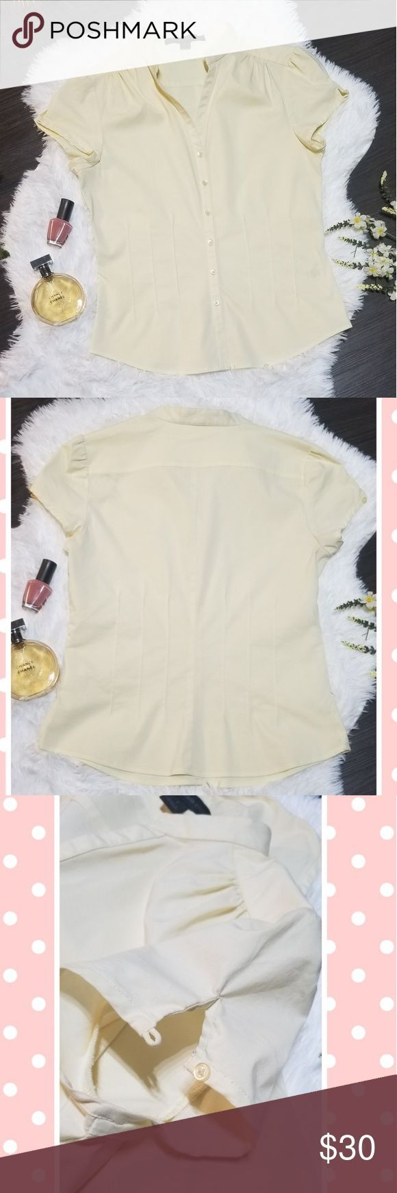 Express Design Studio Pastel Yellow Dress Shirt This beautiful top can be dresse…