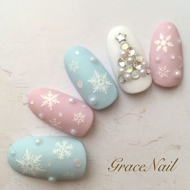 Love the idea of pastel Christmas nails