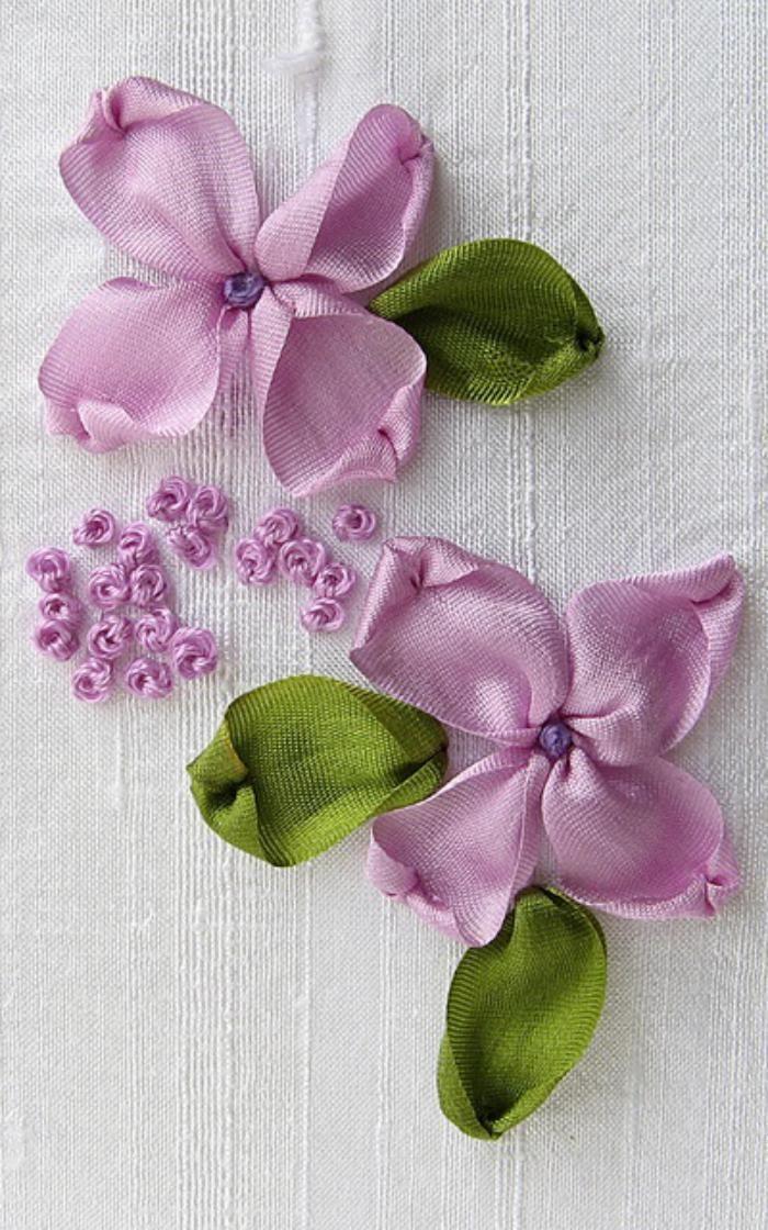 broderie au ruban, deux fleurs roses au ruban                                                                                                                                                                                 Plus