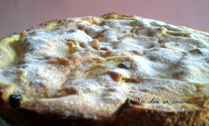 Torta di mele e uvetta-Pane e cioccolata Una versione leggerissima e delicata della torta di mele. Ingredienti: 140 g di farina 100 g di burro 100 g di zuc