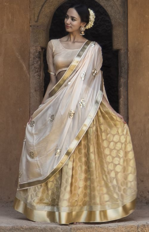 Stunning gold and white lehenga, great idea for a south indian bride! #wedding #bridal