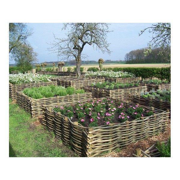 Des carrés potager en noisetier tressé de 4 tailles pour un espace culture dans notre jardin et une décoration naturelle !