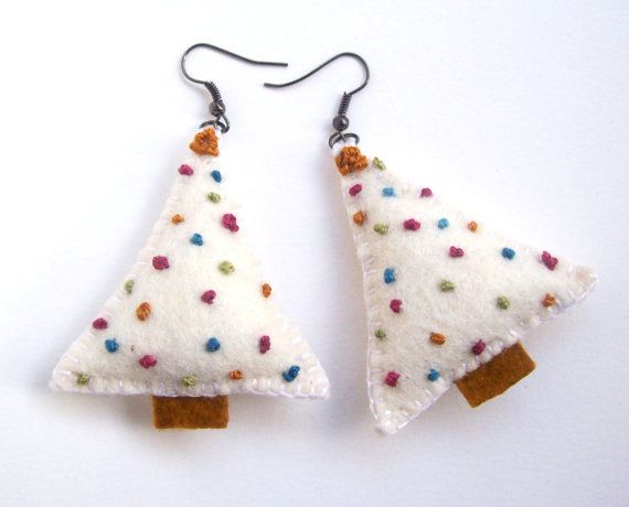 These christmas tree earrings are made from white felt and colorful embroidery dots. Perfect wear on Holidays! 100 % hand sewn and hand embroidered