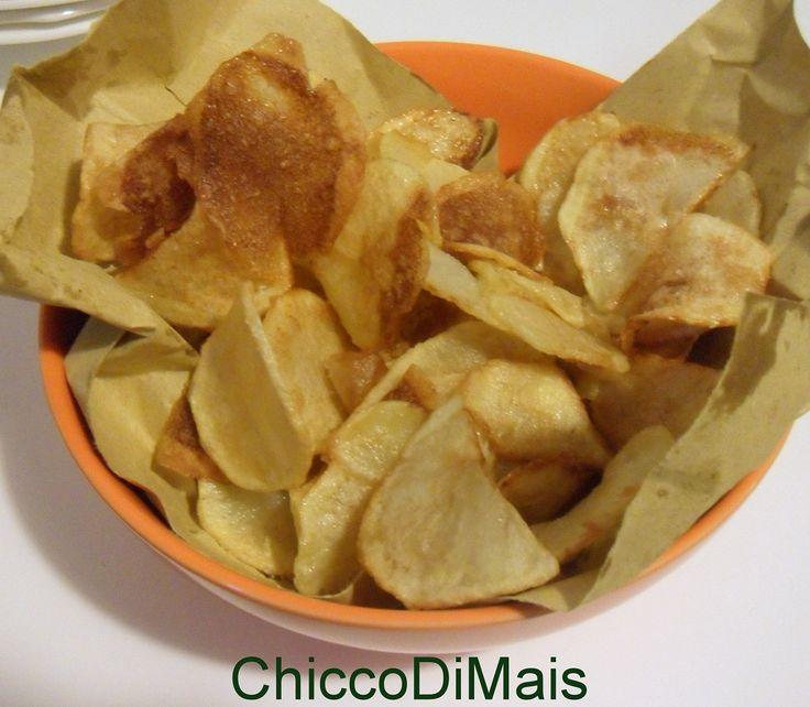 Patate fritte a sfoglia ricetta chips di patate il chicco di mais http://blog.giallozafferano.it/ilchiccodimais/patate-fritte-a-sfoglia-ricetta-chips-di-patate/