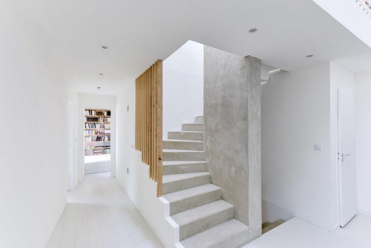 escalier beton claustra bois