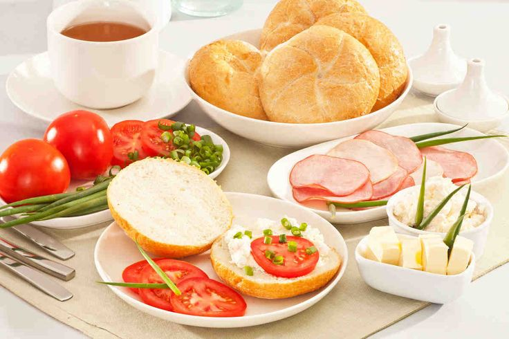 Kajzerki z wędliną i twarożkiem #breakfast #omnomnom #smacznastrona #śniadanie #pyszne #mniam
