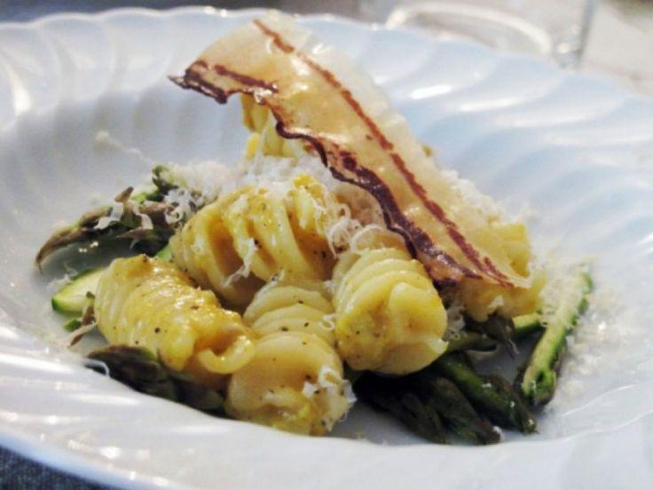 Fusilli alla carbonara con asparagi e pancetta ricetta