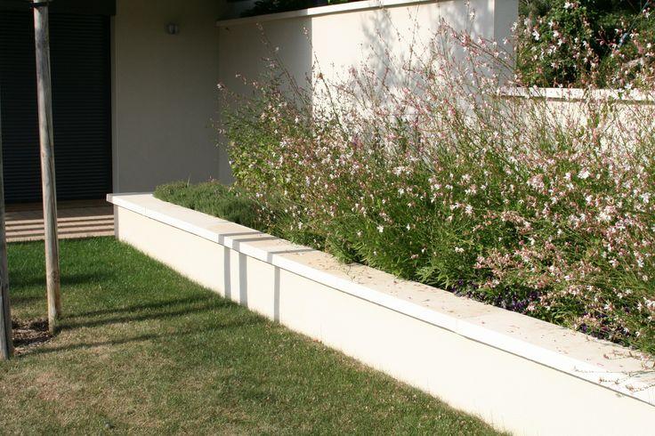 Couvertine plate blanche en béton lisse (couvre-mur, tablette, dessus de muret).