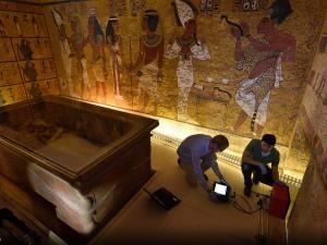 Images exclusives de l'intérieur de la tombe de Toutankhamon par National Geographic – DAME SKARLETTE