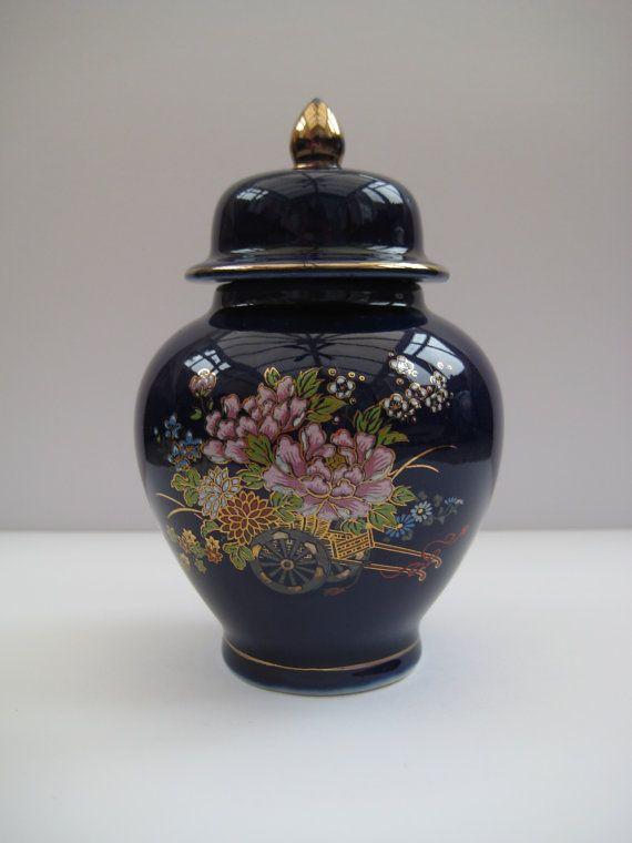 Vintage Oosterse porseleinen cobalt blauw/goud gember pot met bloemenpatroon, hand geschilderd