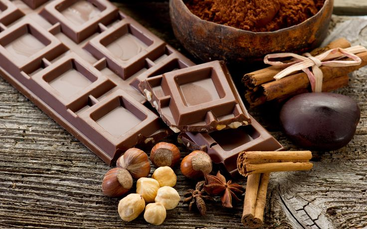 Belgium Chocolate  H σοκολάτα Βελγίου είναι η μοναδική σοκολάτα που βρίσκεται στα εργαστήριά μας!  Το Βέλγιο έχει συνδέσει το όνομά του με αυτό της αγαπημένης μας σοκολάτας και όχι άδικα μιας και παράγει μια από τις καλύτερες σε ποιότητα σοκολάτες σε ολόκληρο τον κόσμο.   Με 12 εργοστάσια σοκολάτας, 16 μουσεία και πάνω από 2.100 καταστήματα είναι ανάμεσα στις χώρες που προωθούν επάξια τον Choco-τουρισμό.