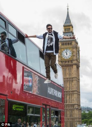Dynamo - Levitating off a London bus - Illusionist Steven Frayne travelled across Westminster Bridge with one had placed on top of 15ft bus