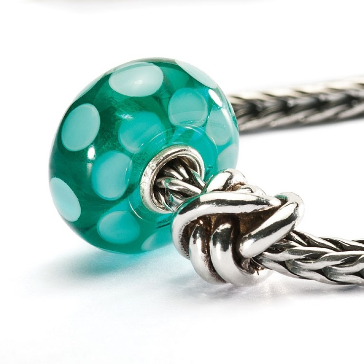 94 Best images about A collection of Glass Trollbeads on Pinterest Blue and, Black flowers and ...