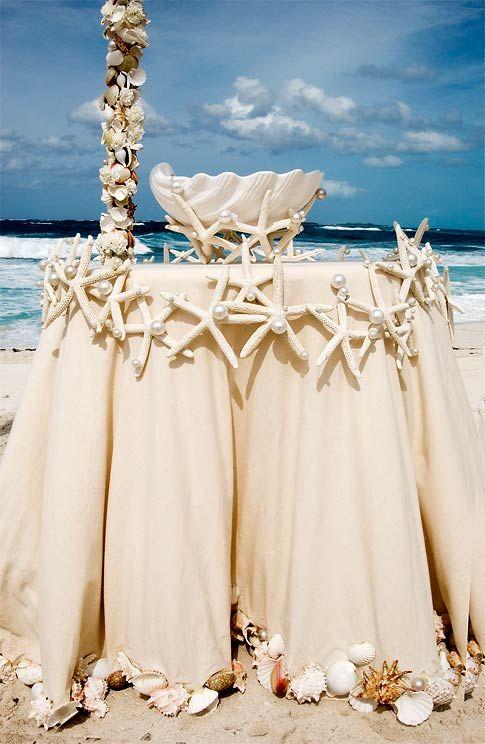 Table Decoration for Beach Wedding Beachwedding Wedding cake table... Blue tablecloth perhaps?