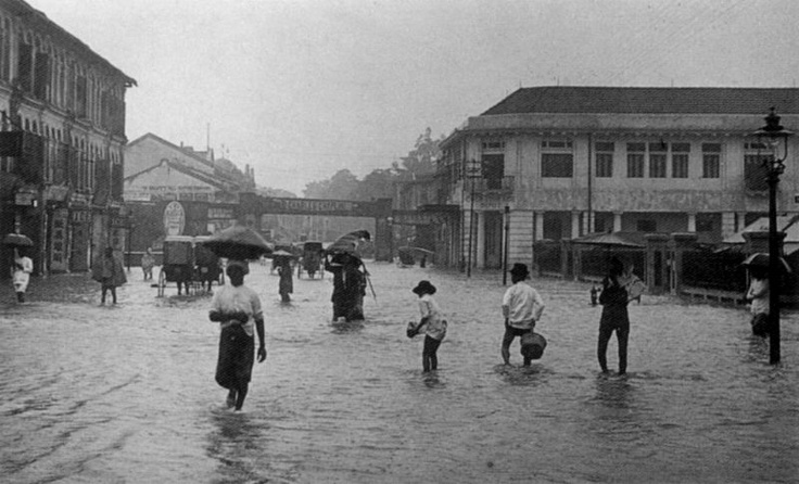 Flooding in Orchard Road after rain. On the right we see the market and Cold Storage, and in the background is the railway bridge. (Text modified from source)