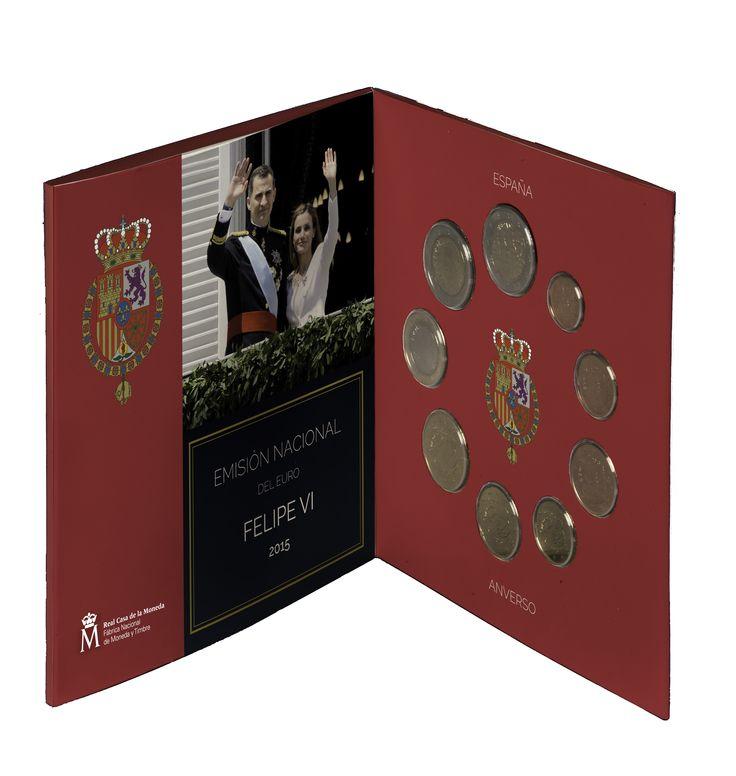 """EUROSET 2015 de monedas de colección dedicado a la Proclamación de S.M. el Rey Felipe VI. Emplean el color de la Casa del Rey e incluye la moneda de 2 euros de la """"Cueva de Altamira"""" en el que se representa la pintura del Bisonte.Imagen distribuida por la Fábrica Nacional de Moneda y Timbre"""