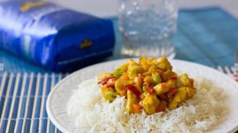 Arroz basmati con pollo al curry: oriente en tu cocina