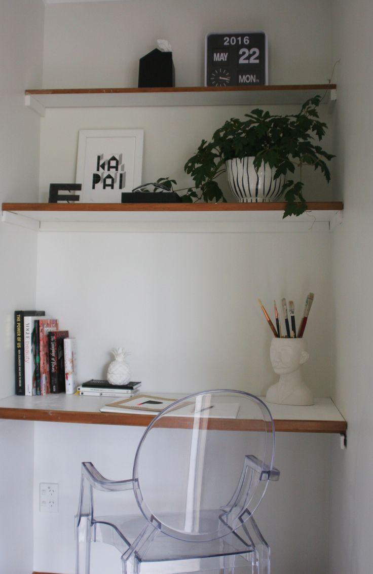 #homestyling by #placesandgraces #homeoffice #officeshelfie #shelfie #indoorplants #kapai #ghostchair