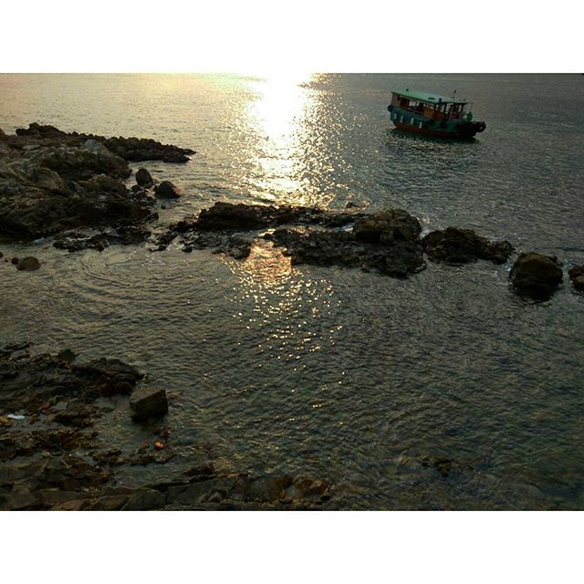【travelerton】さんのInstagramをピンしています。 《#小旅行 #西貢 #週末 #island #慢旅行 #旅 #一日遊 #一天的旅行 #travelhongkong #海 #海浪 #日落 #黃昏 #sunset🌅 #光 #日光 #sunshine》