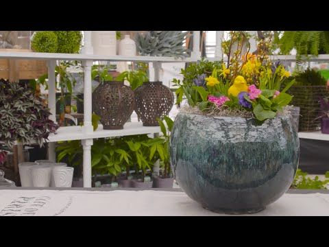 This week, Michelle shows us how to make a stunning outdoor #Easter planter! Just in time for Easter weekend!