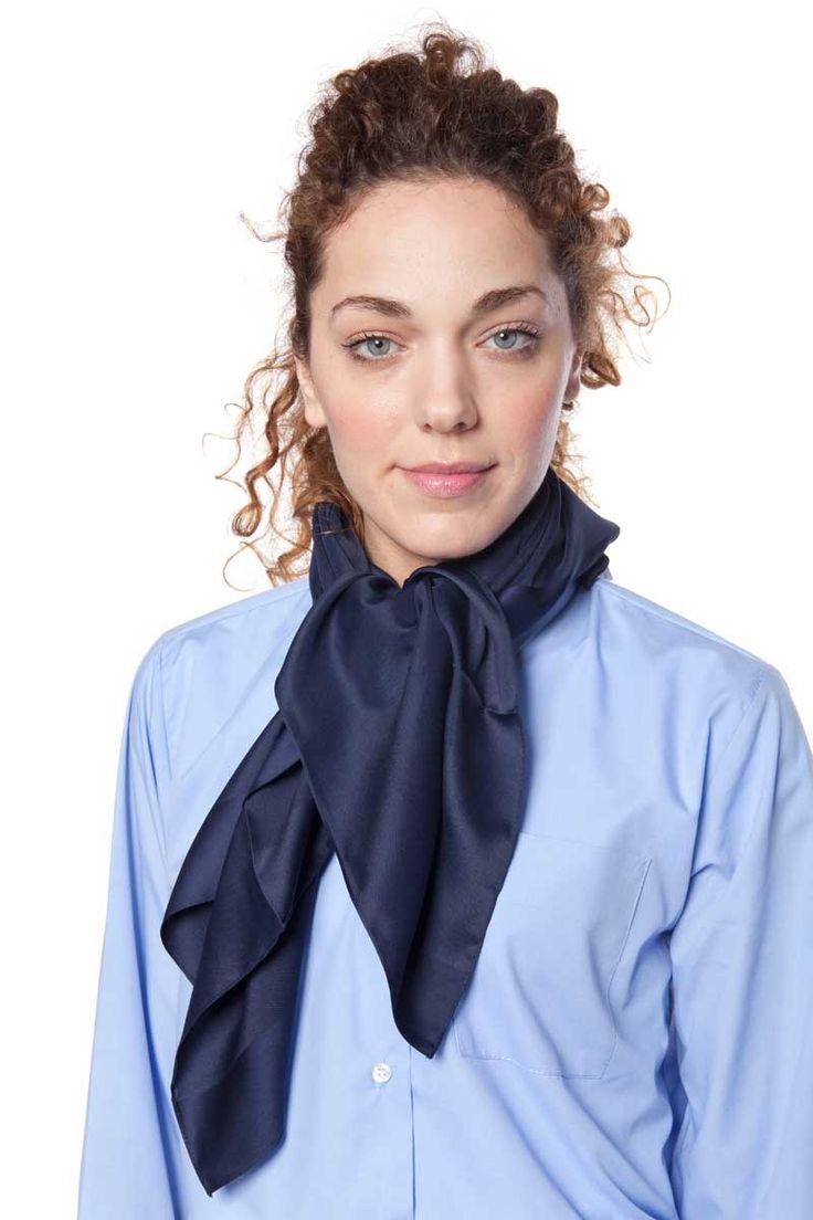 El foulard que te proponemos mide 80 cm x 80 cm. El tejido es de tacto suave y agradable. Colores de fácil combinación para poder elegir una uniformidad a tu medida. Ideal complemento para trajes, azafatas, recepcionistas, ... #mujer #foulard #recepcionista #azafata #uniforme #masuniformes