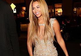 26-Apr-2013 10:20 - 10X KAPSELS VAN BEYONCÉ. We zijn, na haar concert afgelopen zondag, nóg meer op Beyoncé. Wat een wereldvrouw is dat. En naast al haar talenten heeft ze ook nog eens steengoed haar. Daarom: tien keer Beyoncés beste coupe.