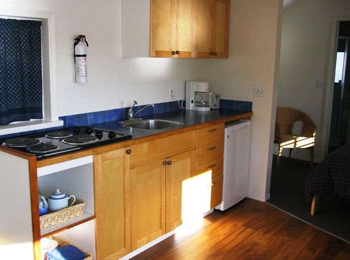 Oyster Shack kitchenette www.fishermansresortmarina.com