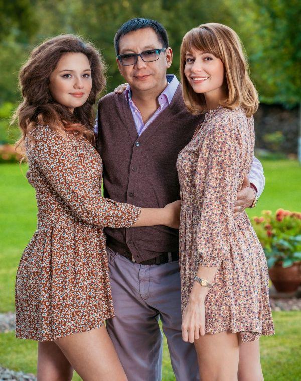 Маша  Кончаловская  с  родителями:  режиссером  Егором  Кончаловским  и  актрисой  Любовью  Толкалиной.