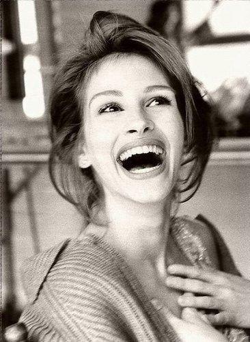 Julia Roberts and her beautiful smile! Follow Phan Dental Today!  https://www.facebook.com/phandentalyeg https://twitter.com/PhanDental