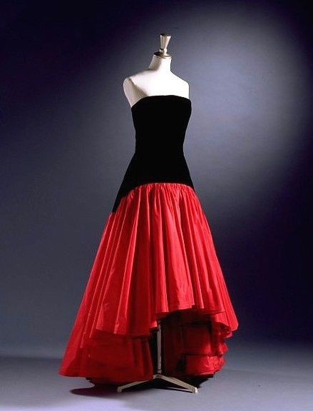 Murray Arbeid - Evening Dress 1986. Silk velvet and taffeta.  An identical dress to this was worn by Diana, Princess of Wales, in 1986 to a film première. http://collections.vam.ac.uk/