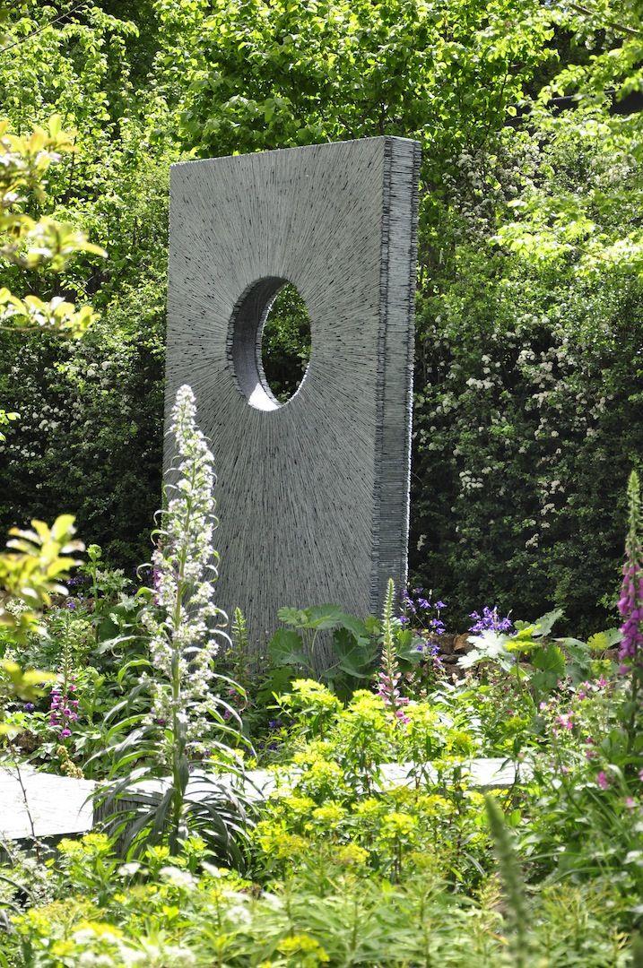 Londyńskie targi Chelsea Flower Show przede wszystkim słyną z ogrodów, które co roku wystawiane są przez najbardziej renomowanych ogrodników. Nie inaczej było na tegorocznej edycji, którą zwiedzili przedstawiciele redakcji Mój Piękny Ogród. Efekt ich obserwacji został uchwycony na zdjęciach!