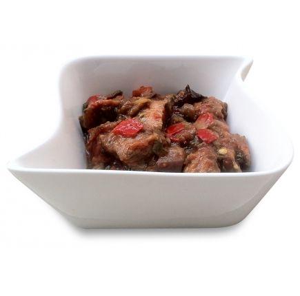 Mijoté de boeuf aux aubergines Linéadiet (minceurmoinscher.com) Boeuf aux aubergines hyperprotéiné  Le favori des carnivores ! Ce plat de bœuf aux aubergines hyperprotéiné prêt à l'emploi est un incontournable pour les amateurs de bonne viande qui veulent continuer à se faire plaisir tout en perdant du poids. Mordez à pleines dents dans ces morceaux de bœuf accompagnés d'aubergines tendres et de petits légumes. Un plat idéal pour votre déjeuner ou dîner de régime.