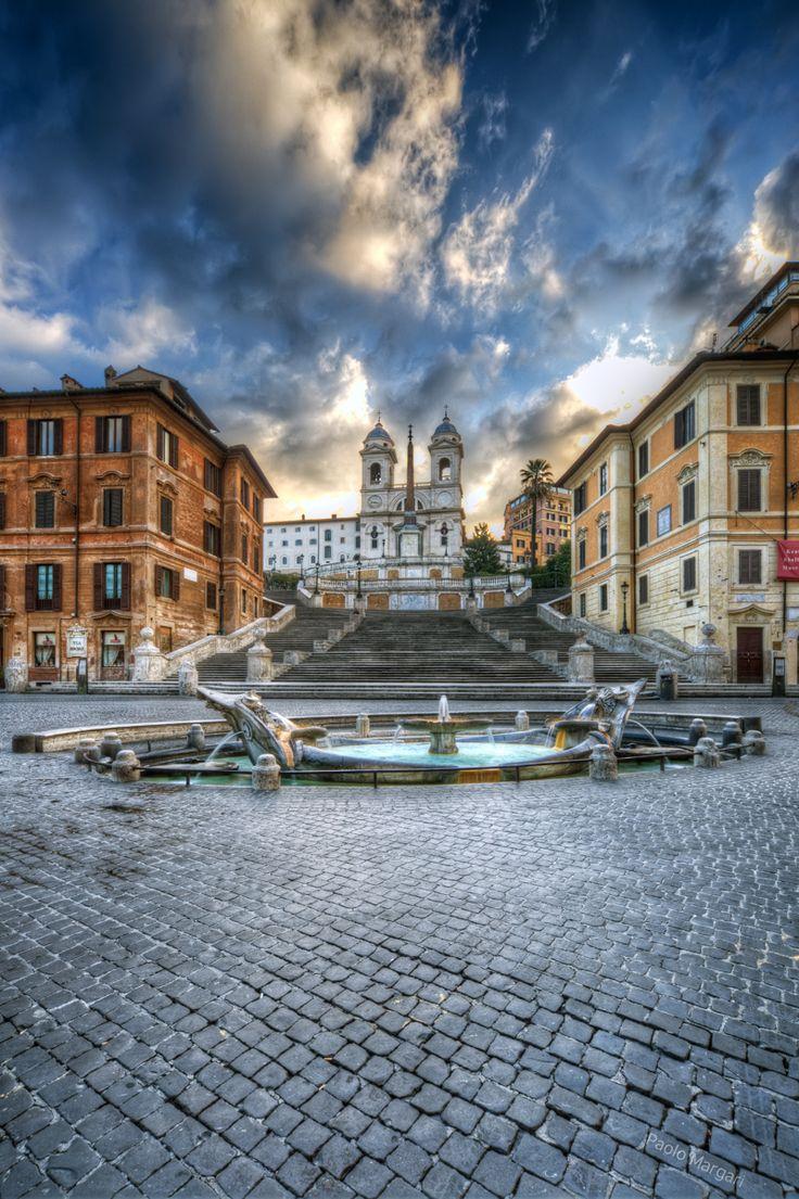 Piazza di Spagna e Trinita' dei Monti. Fountain at the base of the Spanish Steps, Rome, Italy