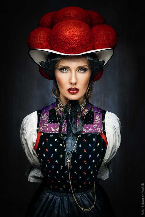 ~Roter Bollenhut der unverheirateten Frau – Gutach…