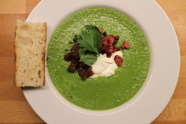 Suppetid er for de fleste lig med efteråret, men flere supper herunder ærtesuppe er for mig ikke begrænset til efteråret. Det er selvfølgelig som med så meget andet en smagssag, ... Read More
