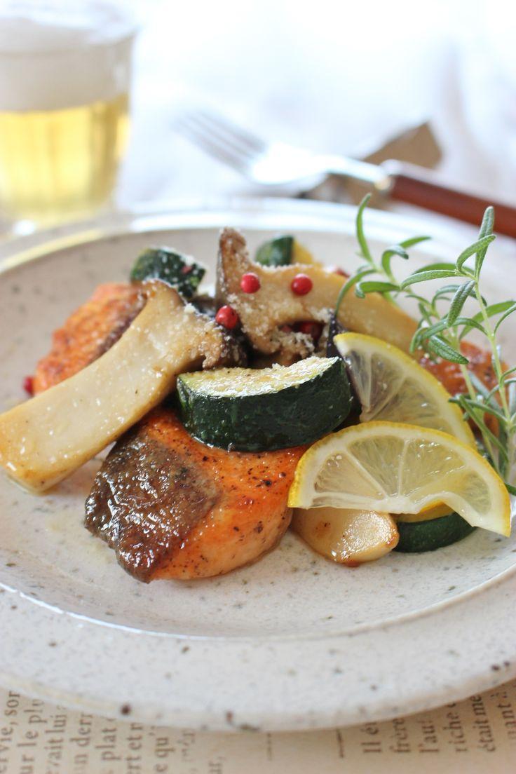 サーモンと野菜のソテー、レモンバター醤油味 by さっちん (佐野幸子) 「写真がきれい」×「つくりやすい」×「美味しい」お料理と出会えるレシピサイト「Nadia | ナディア」プロの料理を無料で検索。実用的な節約簡単レシピからおもてなしレシピまで。有名レシピブロガーの料理動画も満載!お気に入りのレシピが保存できるSNS。