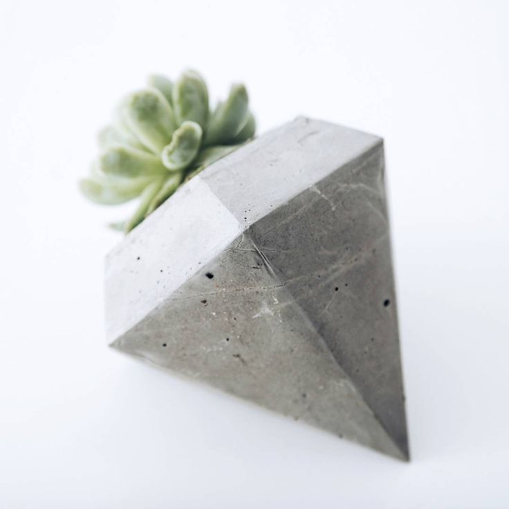 Our diamond cement pot plant holder: The back (1/3)