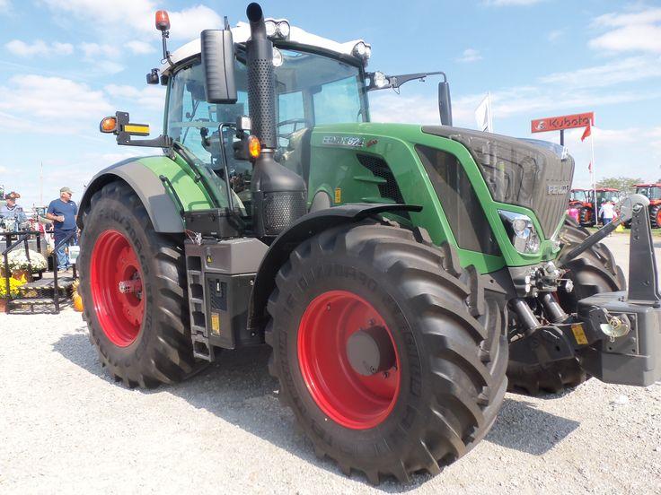 205 hp Fendt 824 row crop tractor