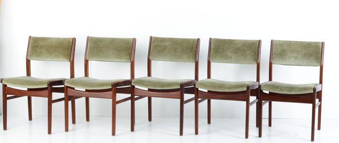 Vijf zeer nette Deense design stoelen / eetkamerstoelen, bekleed met een groene fluwelen bekleding.