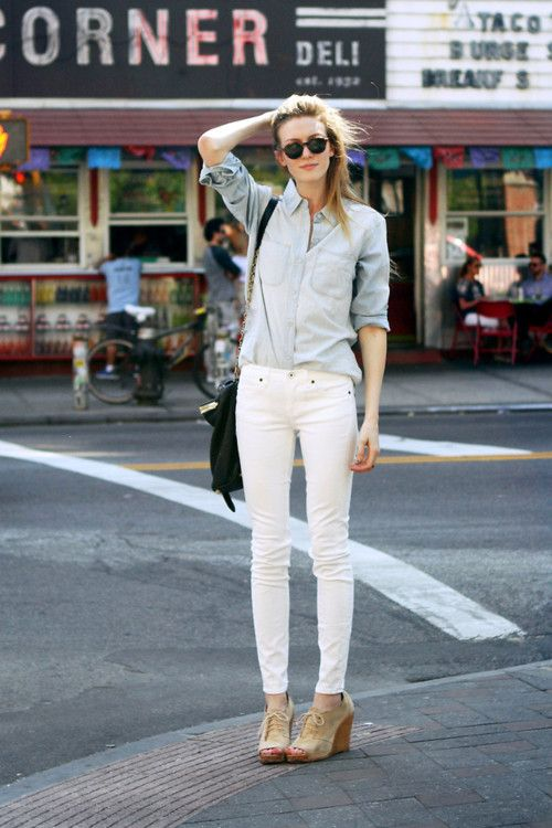 washed shirt, skinny pants, easy heels: White Skinny, Fashion, Street Style, Outfit, White Pants, White Skinnies, White Jeans