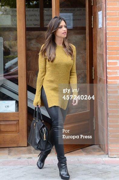 277 best sara carbonero images on pinterest jackets cosy and feminine fashion - Sara carbonero ropa vogue ...