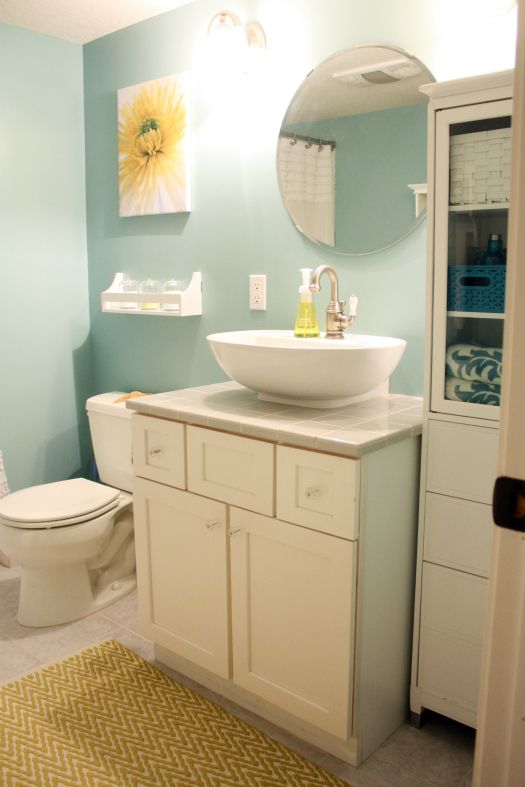 Gorgeous light blue/green wall color is always a great color for a bathroom wall! Makes you feel like you're on the beach! How relaxing