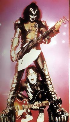 GENE SIMMONS & ACE FFREHLEY~KISS