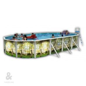 Piscina ovalada Toi Bosque fabricada en acero, cubierta por una funda de polietileno de alta densidad y calidad fotográfica. Incluye escalera en acero inoxidable y sistema de filtración de arena. Disponible en diferentes dimensiones.