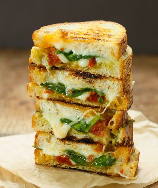 Sun Dried Tomato Spinach Grilled Cheese Sandwich | 15 Quick And Healthy Sandwiches To Savor Anytime | Low Carb and Clean Eating Recipes Perfect for your Breakfast and Busy Days : http://homemaderecipes.com/15-healthy-sandwiches/