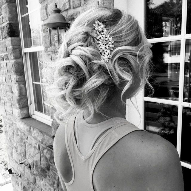 The best wedding hair comb for bride and bridesmaids, mix of pearl and crystal - gorgeous and sparkling crystal pearl veil comb. This elegant wedding headpiece will be a very nice addition to your wedding accessories or as a gift for your Bridesmaids.