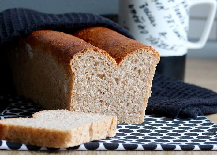 Upečte si doma toastový chleba. Bude Vás bude bavit mnohem víc než jakýkoli kupovaný. Minimum surovin a úplně jednoduchý postup i pro nezkušené pekaře.