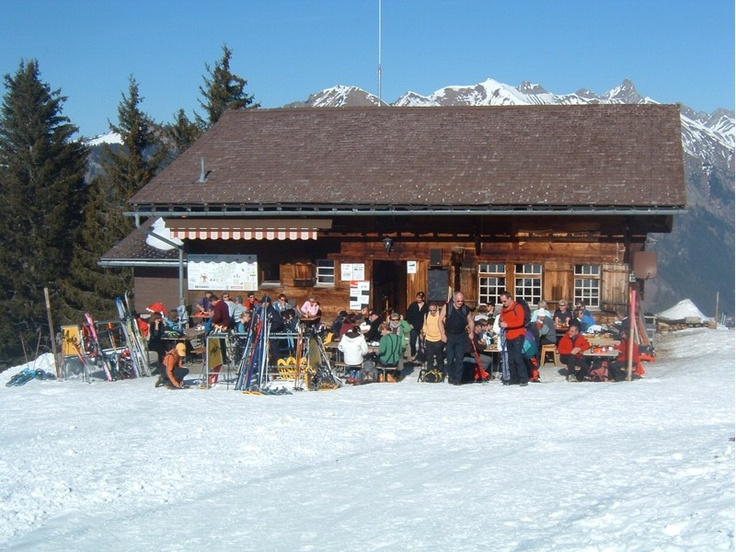 Cabane des Monts-Chevreuils.  Light snacks.  Evenings and overnights reservation only (min. 15 people), dormitory.  During winter : From Thursdays to Sundays and 7/7 during school holidays.